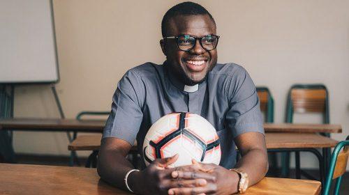 Le père Marcel, vicaire et milieu de terrain du Lavaur FC